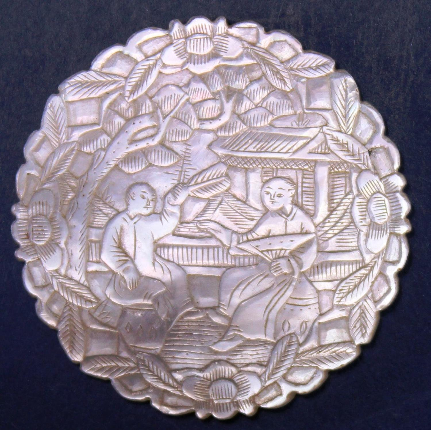 Deep-carved round with super artwork and m-o-p
